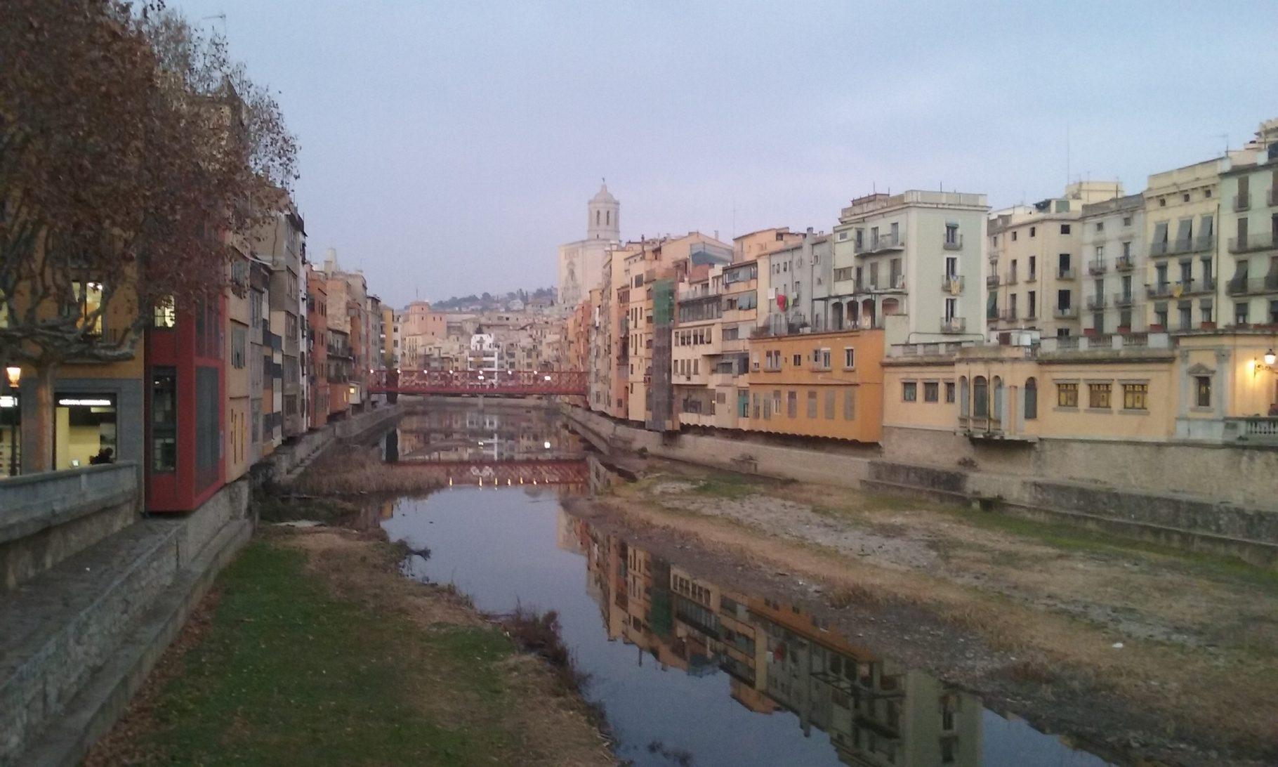 Girona, puente, paseo saltoexplorers