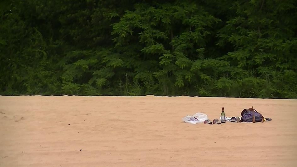 Lluvia y vino en la playa de Santander. Viaje fugaz de Floren y Olga