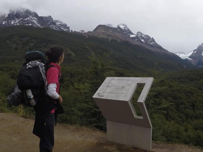 vistas a un valle en el parque nacional torres del paine, circuito o