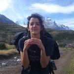 Lu de camino al Grey en Torres del Paine